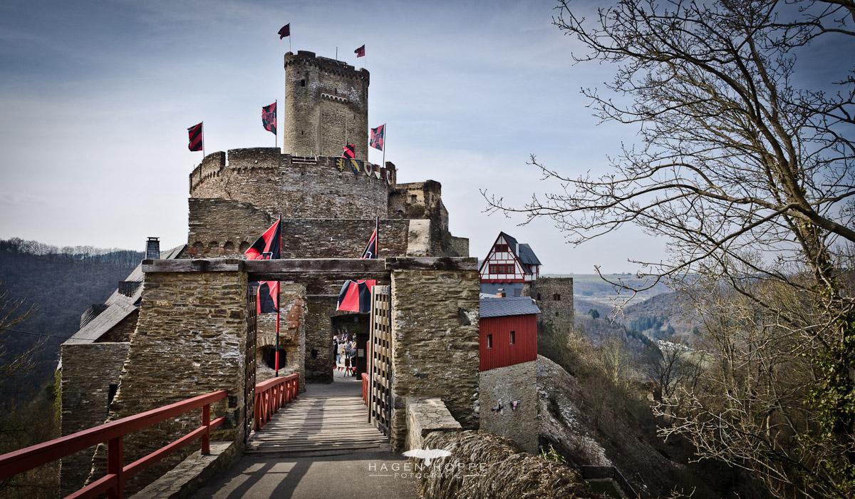 Die Ehrenburg. Schlafen und Essen wie im Mittelalter (*)